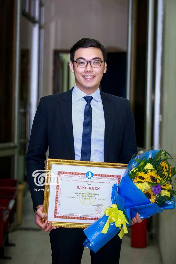 Anh chàng còn 'ẵm' luôn giải thưởng Sao Tháng Giêng năm 2017