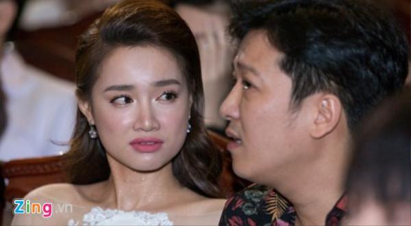 Ánh nhìn của Nhã Phương dành cho Trường Giang sau màn cầu hôn nói trên.