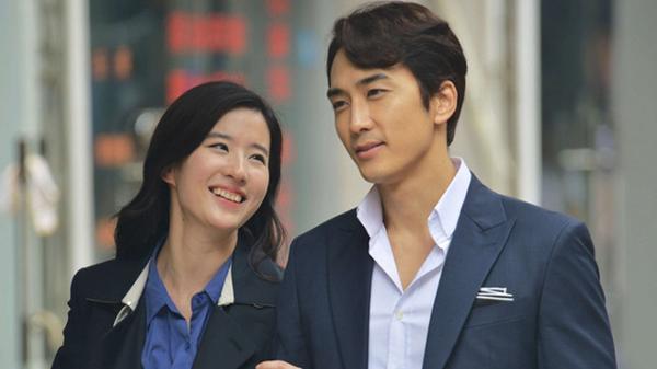 Cả hai nảy sinh tình cảm từ phim Tình yêu thứ ba.