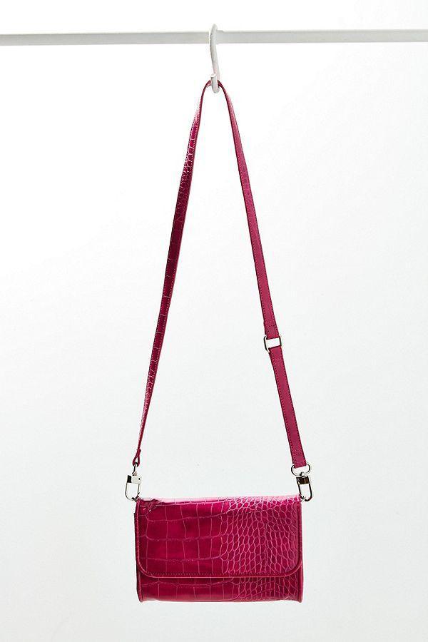 Chiếc túi sang chảnh này có giá chỉ 34$, khoảng 780 nghìn đồng, với 2 phiên bản đen và đỏ, các tín đồ thời trang có thể tùy ý lựa chọn.