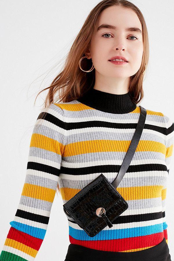 """Chiếc túi Teigan của thương hiệu Urban Outfitters cũng là một mẫu túi giá rẻ được nhiều tín đồ thời trang đang """"đỏ mắt"""" tìm kiếm."""