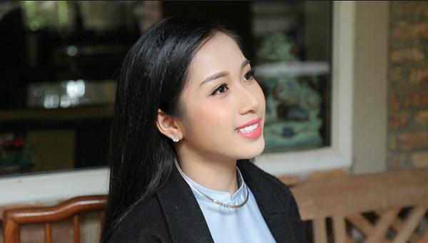 Vẻ đẹp dịu dàng của Hellen Thủy trong MV vừa ra mắt.