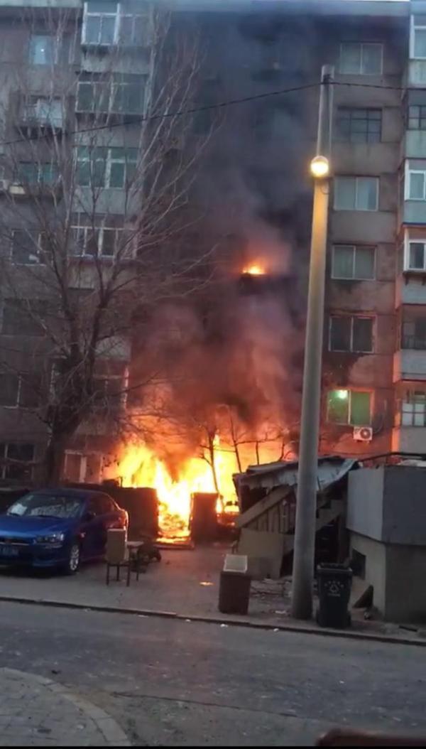 Theo báo cáo từ phía cảnh sát, vụ hỏa hoạn thứ hai chỉ cách vụ đầu tiên đúng một giờ đồng hồ.