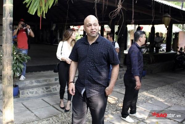 Flores gây xôn xao làng võ Việt với chuyện thách đấu nhiều người.