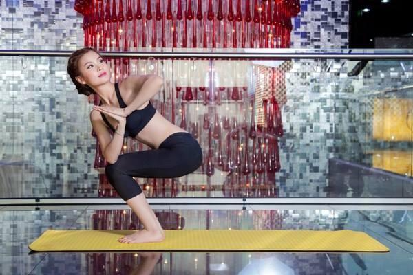 Dù bận rộn đến đâu, người đẹp cũng dành thời gian đểtập thể hìnhvà luyện yoga đều đặn một tuần 3-5 lần.