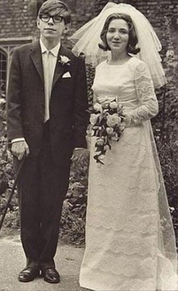 Năm 1965, ôngHawking và Jane kết hôn.