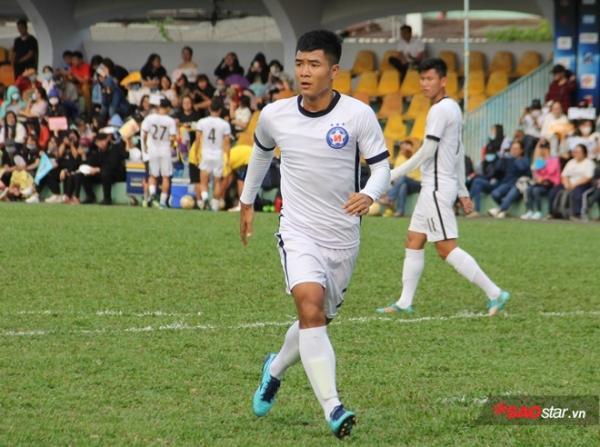 Hà Đức Chinh ghi bàn gỡ hòa, mở ra chiến thắng cho SHB. Đà Nẵng.