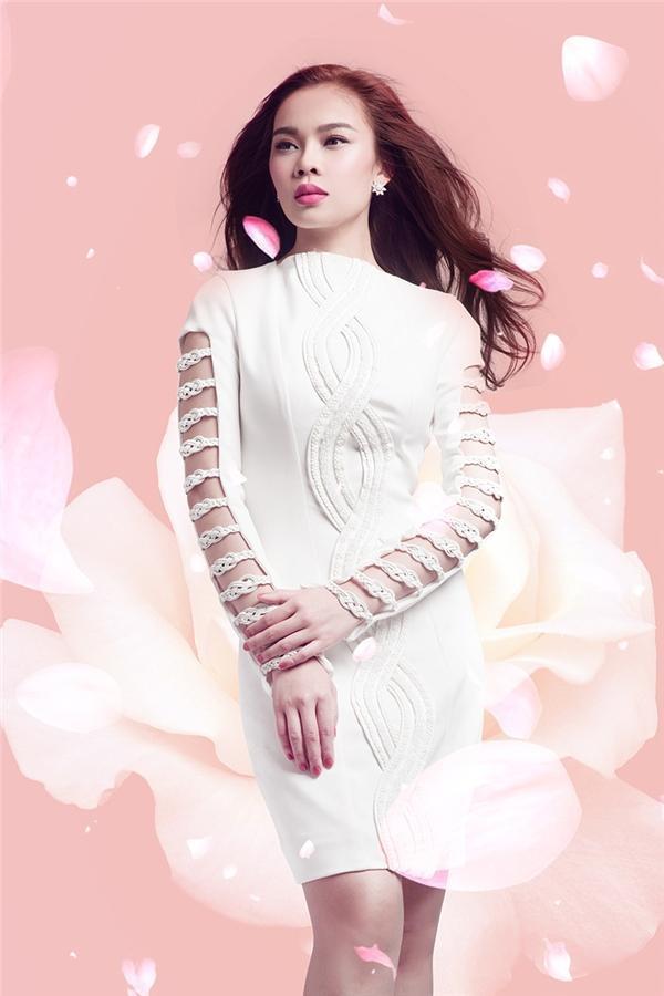 Hình ảnh của Giang Hồng Ngọc trước đây có phần an toàn, trầm tư hơn. Đây là thời điểm cô phát hành ca khúc Thôi.