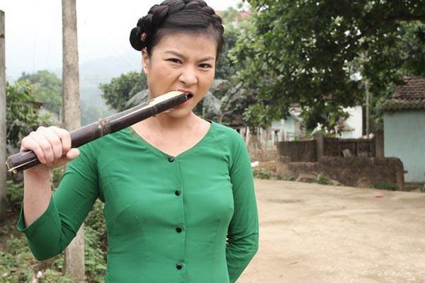 Kim Oanh chia sẻ có giai đoạn lương của cô ở VTV chỉ là 5 triệu đồng.