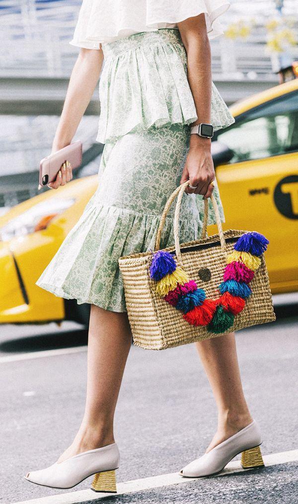 Những chiếc bông tua rua nhiều màu cho nàng nào thích style tự do phóng khoáng hơn là tiểu thư.