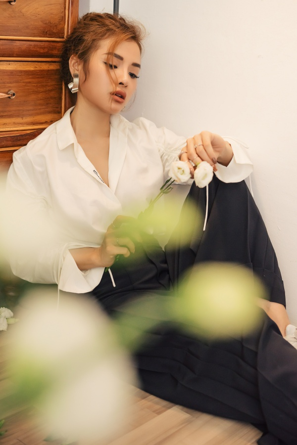 """Phương Trinh Jolie không cảm thấy chạnh lòng vì những danh hiệu như """"người đẹp đi hát""""."""