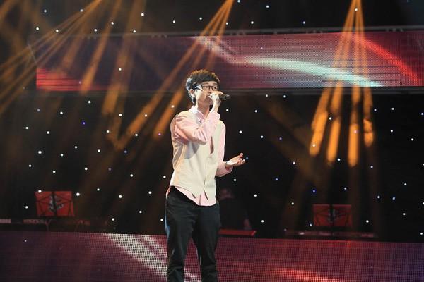 Thần hình khá gầy gò, mảnh mai của anh chàng trong thời gian thi The Voice Kids 2013