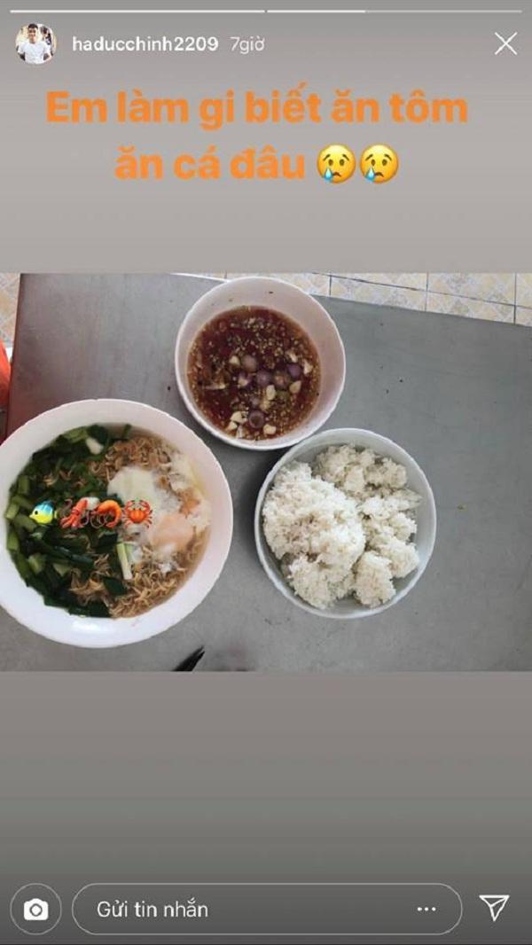 Bát mì hải sản của Đức Chinh chắc phải đắt lắm đây!