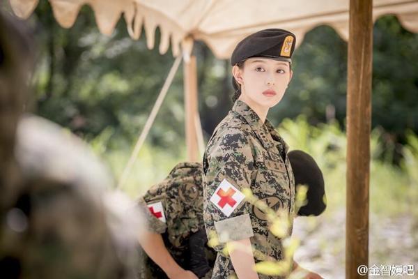 Nàng Trung Úy xinh đẹp Yoon Myung Joo trong phim.