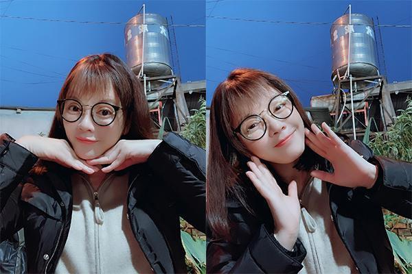 Có ai nhận ra đây là Lý Nhã Kỳ với mái tóc lưa thưa theo trend Hàn Quốc được giới trẻ cực kì ưa chuộng. Đi kèm là cặp kính Nobita không thể nào đáng yêu hơn.