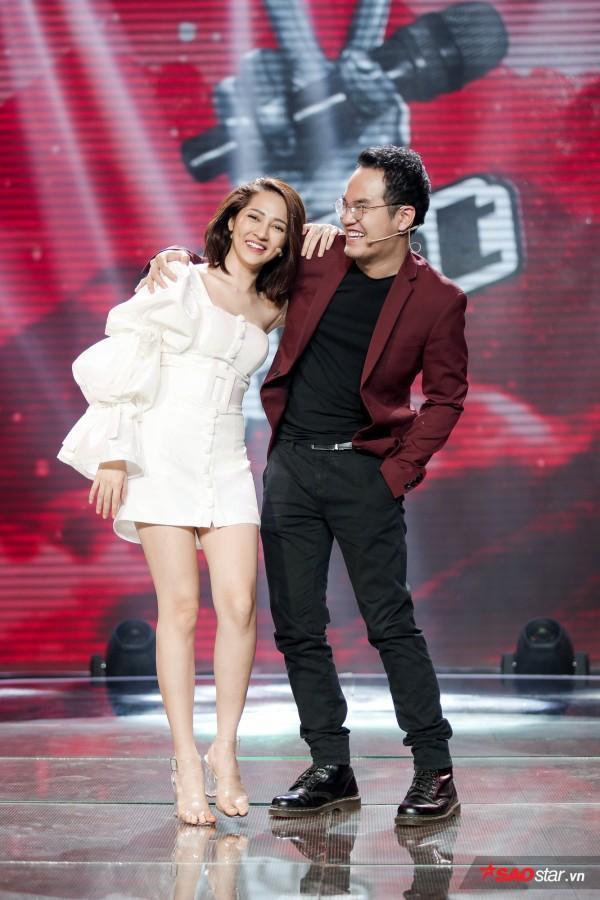 """Giây phút nhắng nhít của cặp đôi """"đồng bệnh tương lân"""" tại sân khấu The Voice Kids 2018."""
