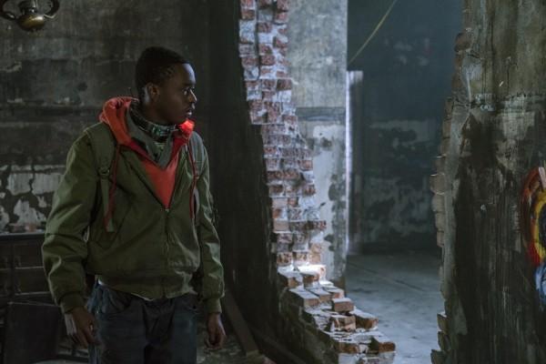 Trailer 'Captive State' vẽ ra một thế giới mới trong đế chế phát xít của người ngoài hành tinh ảnh 1