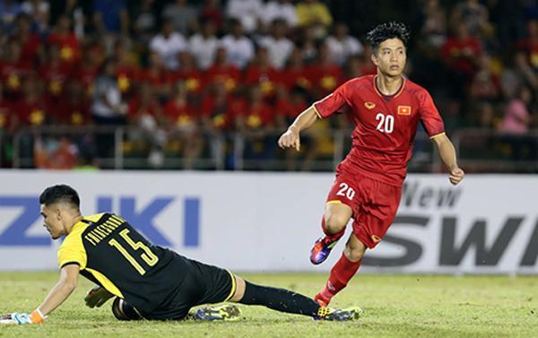 Phan Văn Đức ghi bàn ấn định thắng lợi cho đội tuyển Việt Nam trước Philippines trong trận bán kết lượt đi AFF Cup. Ảnh: Đức Đồng