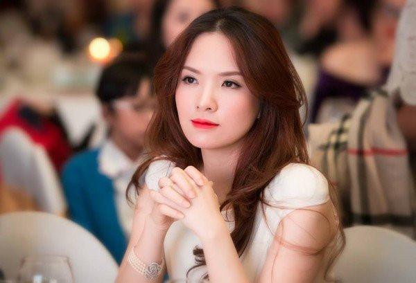 Nhan sắc dịu dàng của MC, diễn viên Đan Lê