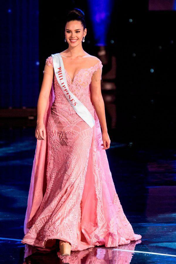 """Catriona Gray bị xem là """"hàng dạt"""" vì từng lọt Top 5 và ra về trắng tay tại Miss World 2016."""