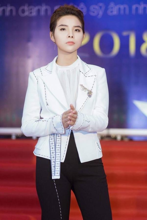 Cô đem về 4 giải thưởng: Album của năm,Nữ ca sĩ được yêu thích nhất,Nhạc sĩ được yêu thích nhấtvàNghệ sĩ của sự đổi mới.