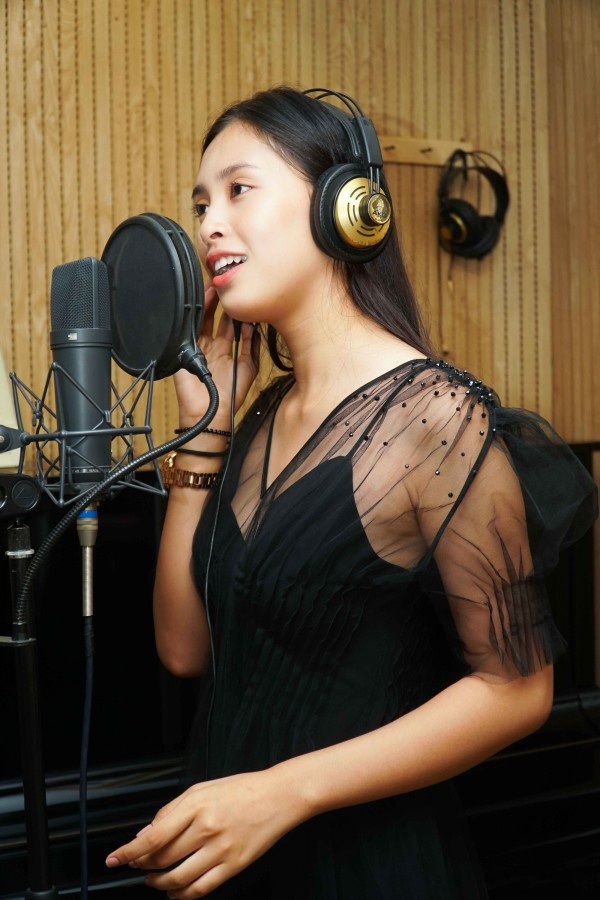 Trần Tiểu Vy từng cover ca khúc của Sơn Tùng M-TP.
