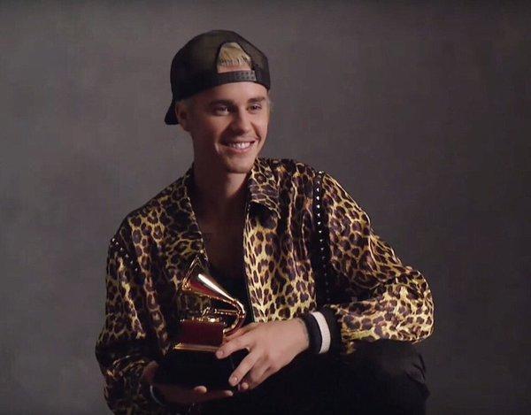Từng phải hát rong rồi cover chơi trên mạng, nay lại là nghệ sĩ đoạt giải Grammy. Justin Bieber đã tiến xa đến vậy đấy!