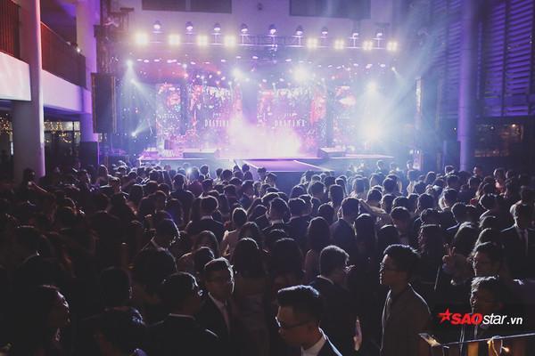 Với sự góp mặt của các nghệ sĩ nổi tiếng với những bản nhạc lãng mạn, ngọt ngào cùng sự tham gia của gần 1000 bạn học sinh Hà Nội, đêm Prom đã diễn ra vô cùng đáng nhớ đối với tất cả mọi người.