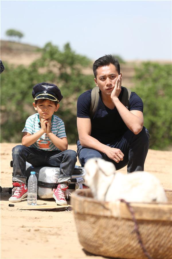 Trước đó, cặp đôi cha con Lưu Diệp - Lưu Nặc Nhất gây chú ý trong chương trình thực tế với tính cách đáng yêu và ngoại hình không thể nào thu hút hơn.