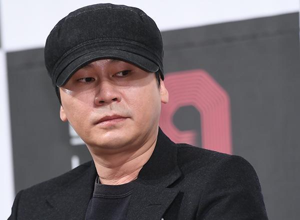 """Không chỉ lơ là trong việc quản lý """"gà"""" nhà, YG còn khiến nhiều nhân viên trong công ty phải xin thôi việc."""