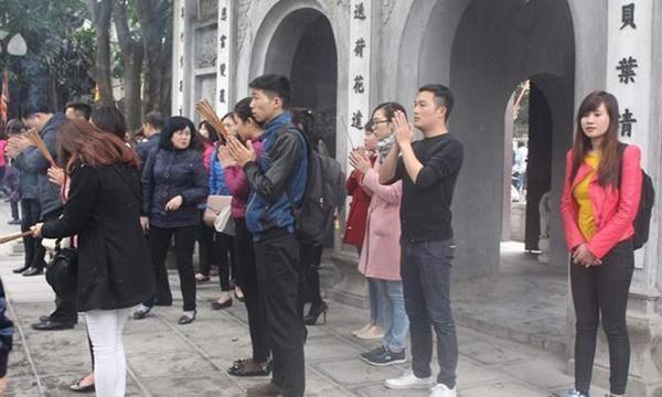 Nhiều bạn trẻ đến chùa Hà cầu duyên - (Ảnh Internet).