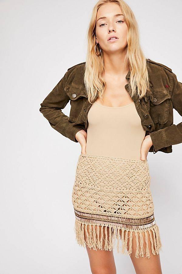 Váy ngắn gợi cảm của Flook có giá 160$, khoảng 3,7 triệu đồng cũng là một thứ khá hay ho.