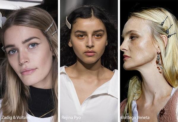 """Nhưng vào năm 2019 này, những chiếc kẹp tóc bỗng chốc quay trở lại và """"càn quét"""" làng thời trang. Từ kẹp tăm, kẹp ngọc trai đến những thiết kế đính pha lê, đâu đâu cũng thấy những cô nàng sử dụng nó để làm điệu."""
