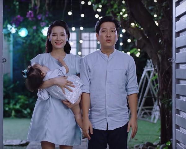 Mấy ai được như Nhã Phương, sinh con xong mà chẳng cần mặc đồ che bụng, thoải mái khoe dáng thon ảnh 2