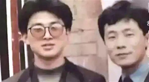Anh Tôn Thắng Vinh (bên trái) và Trương Ái Dâncách đây 20 năm.