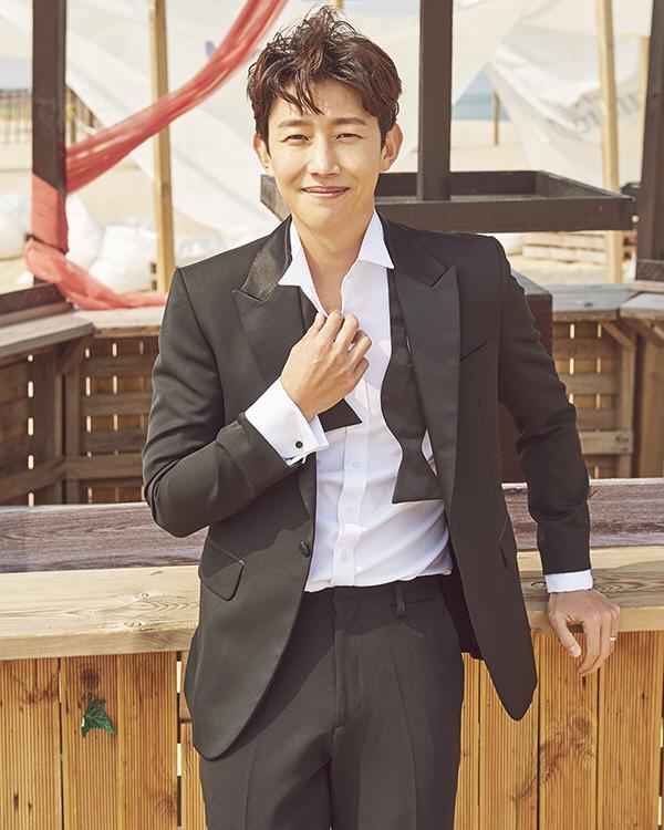 Nam phụ Thư ký Kim sao thế? Kang Ki Young kết hôn vào tháng 5 ảnh 4