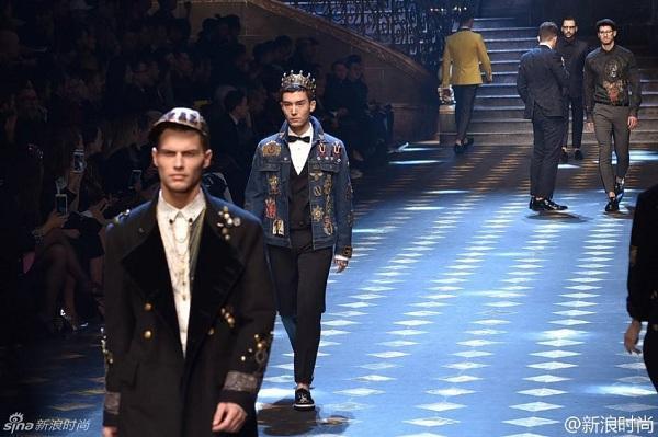 Chàng diễn viên có gương mặt nam tính, phong trần từng góp mặt trong show diễn thời trang Thu/Đông 2017 của nhãn hàng Dolce&Gabbana.