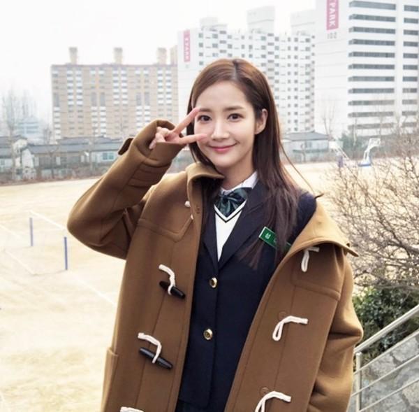 """Park Min Young trong vai cô fan cuồng Sung Duk Mi của dự án phim """"Her Private Life"""" đài tvN, chuẩn bị lên sóng vào 10/04."""