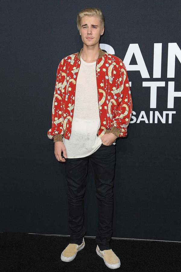 Phá cách, cá tính trong set đồ khi tham dự show thời trang của Saint Laurent
