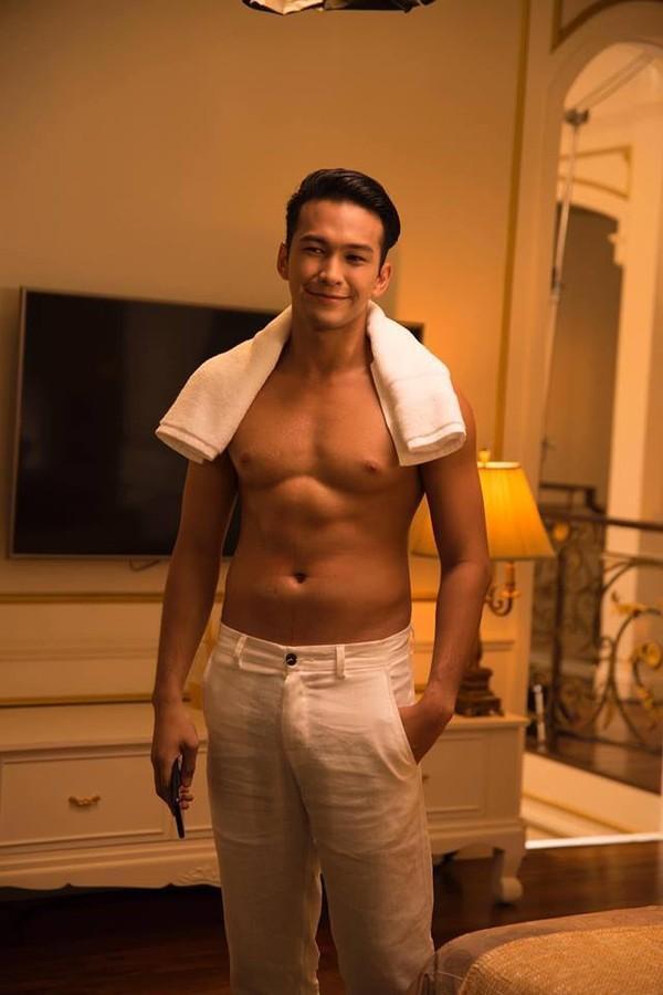 Hình ảnh anh chàng Philip Thniroj - Quán quân The Face Men Thailand mùa đầu tiên trong MV của Hương Giang.