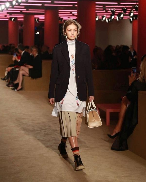 Siêu mẫu Gigi Hadid lạnh lùng trên sàn catwalk