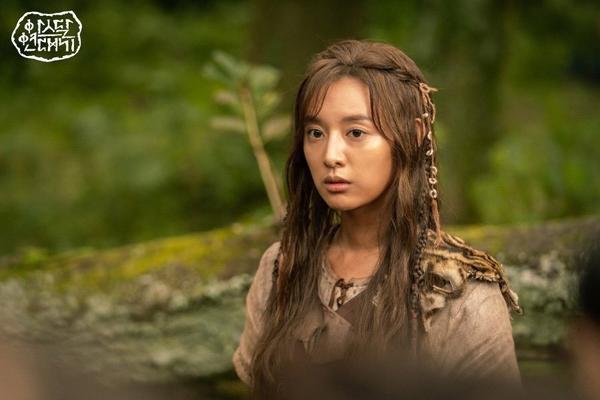 Kim Ji Won tiết lộ lý do chọn đóng phim Arthdal Chronicles của Song Joong Ki  Jang Dong Gun ảnh 4