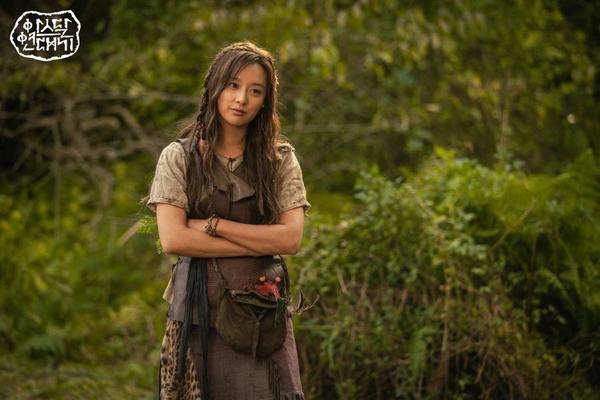 Kim Ji Won tiết lộ lý do chọn đóng phim Arthdal Chronicles của Song Joong Ki  Jang Dong Gun ảnh 10