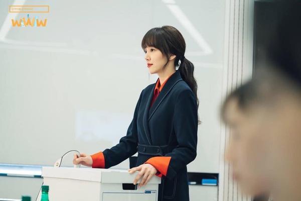 WWW: Jang Ki Yong yêu say đắm noona Im Soo Jung bất chấp tuổi tác, chuyện tình ngọt ngào rung động trái tim ảnh 0