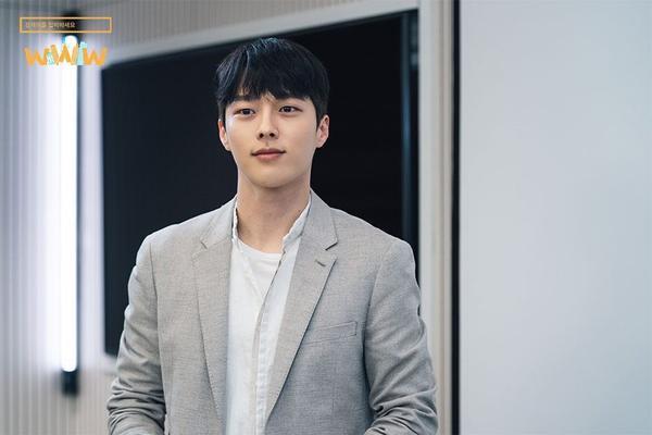WWW: Jang Ki Yong yêu say đắm noona Im Soo Jung bất chấp tuổi tác, chuyện tình ngọt ngào rung động trái tim ảnh 4
