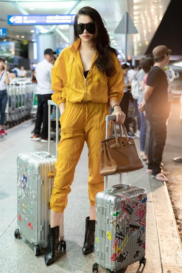 HHen Niê lại làm cả sân bay náo loạn khi thả dáng với áo tắm màu chóe ảnh 6