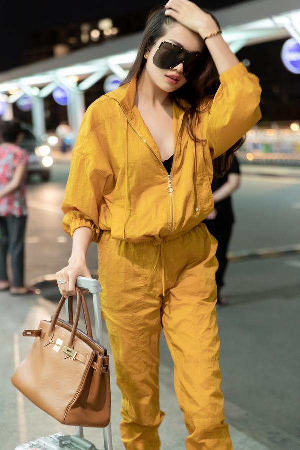 HHen Niê lại làm cả sân bay náo loạn khi thả dáng với áo tắm màu chóe ảnh 7