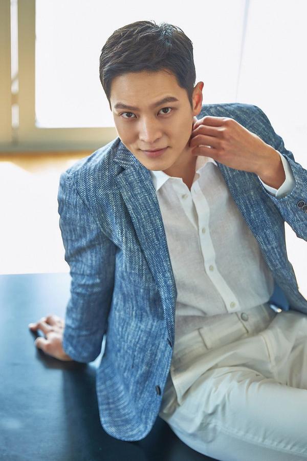 Joo Won xem xét quay lại màn ảnh nhỏ trong phim của đạo diễn Cô gái nhìn thấy mùi hương ảnh 1