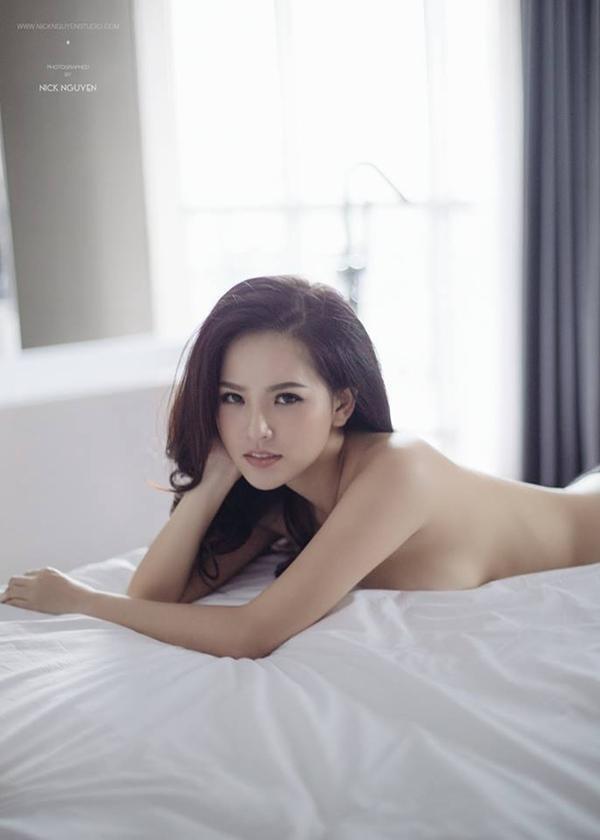 Một bức ảnh táo bạo của Phi Huyền Trang.