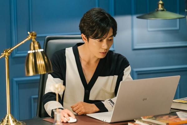Nhan sắc gây nghiện của sát nhân Kim Jae Wook trong Bí mật nàng fangirl ảnh 15